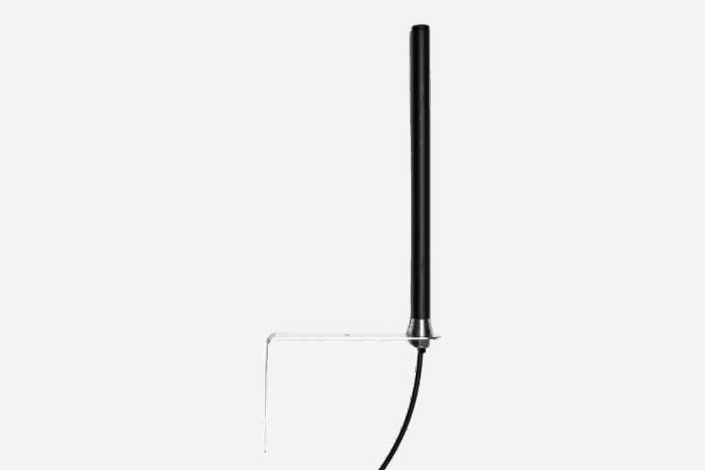 Antenne der GX-Serie mit Montagewinkel für die Außenmontage